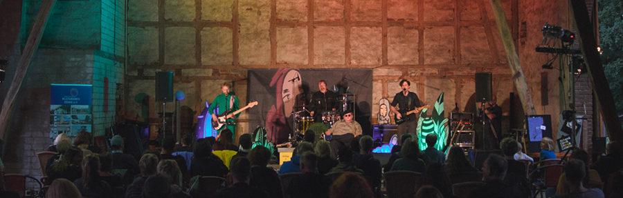 Endlich wieder ein Konzert - Kapelle Petra bei Kultur auf dem Hof in Bielefeld